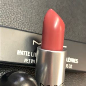 NWT- MAC Matte Lipstick #608 Mehr